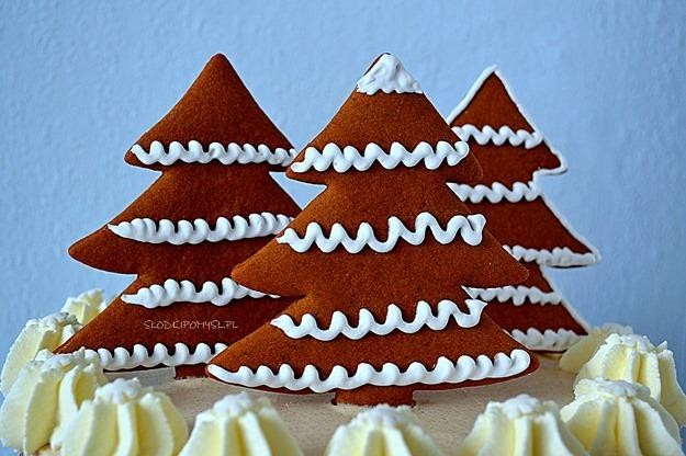 tort piernikowy z choinkami, tort piernikowy, tort z kremem cynamonowym, tort semi naked,