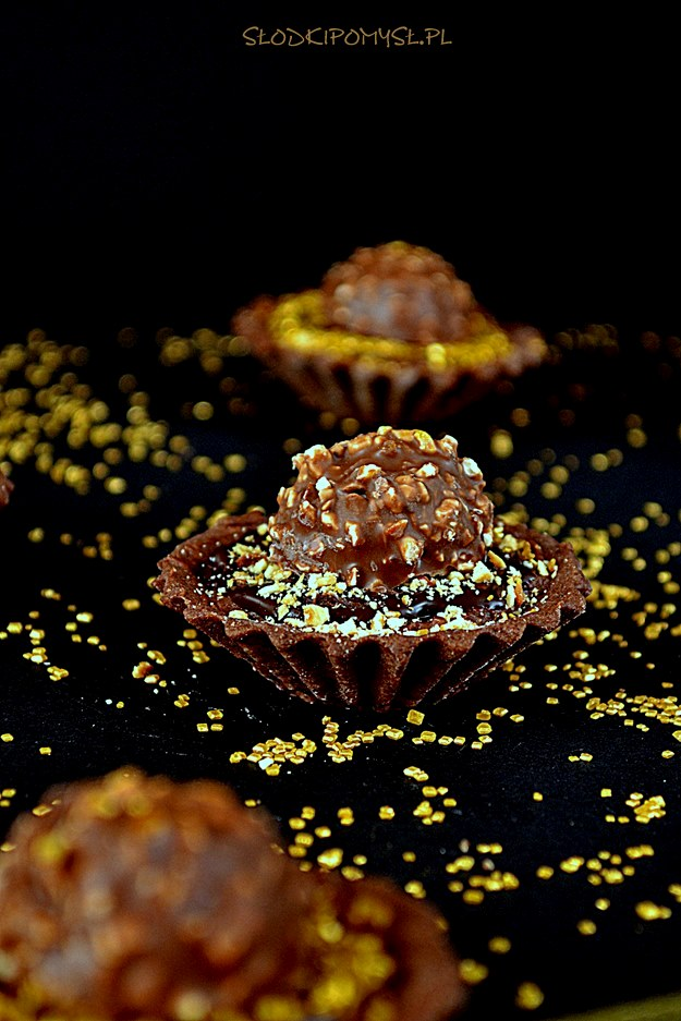 tartaletki rocher, czekoladowe tartaletki, krem rocher, krem znutellą, orzechy laskowe