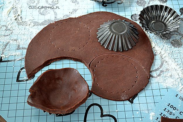 tartaletki rocher, czekoladowe tartaletki, krem rocher, krem z nutellą, orzechy laskowe