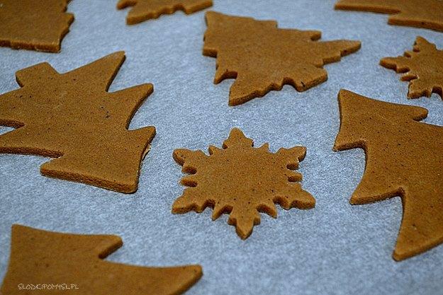 pierniczki, pierniczki świąteczne, ciasteczka świąteczne, lukier, miód, cynamon,