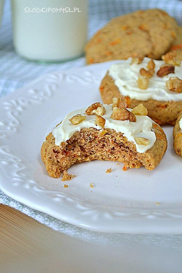 miękkie ciasteczka z marchewką, miękkie ciasteczka, ciastka marchewkowe, orzechy włoskie