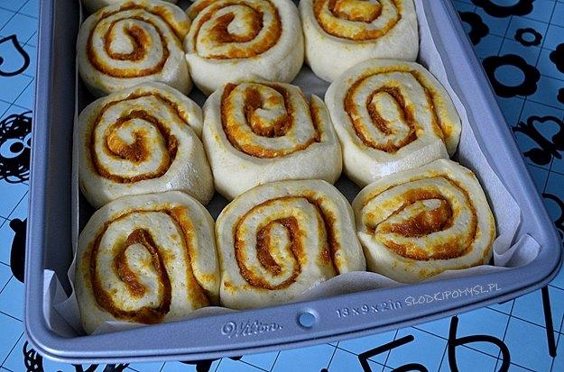 drożdżówki dyniowe, drożdżówki cinnamon rolls, babeczki dyniowe, dynia, puree z dyni, ciasto drożdżowe