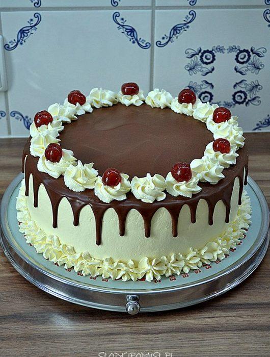 tort szwarcwaldzki, czarny las, tort z wiśniami, krem śmietankowy, wiśnie, czekolada,