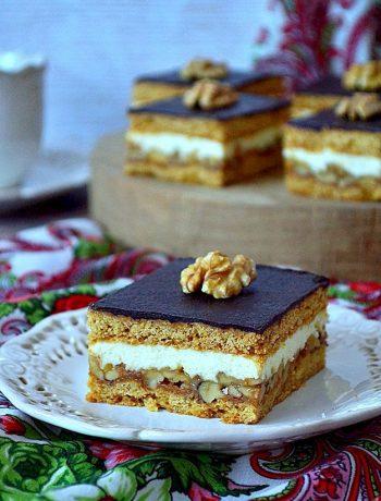 orzechowiec, orzechowiec Marty, ciasto z masą grysikową, orzechy, kaszka manna, polewa czekoladowa