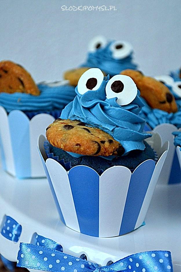 babeczki ciasteczkowy potwór, niebieskie babeczki, blue velvet cupcakes, babeczki z kremem, pieguski,