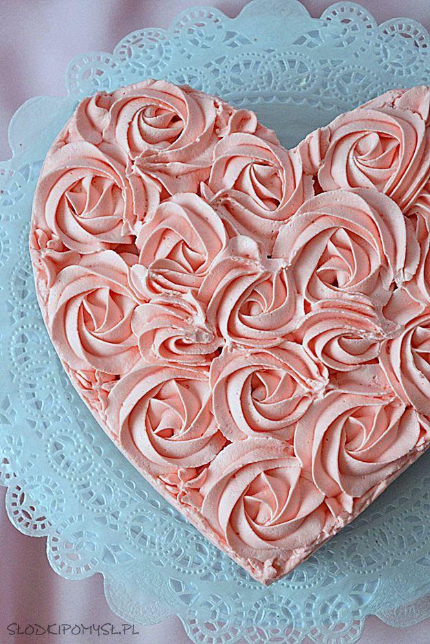 truskawkowe serce, ciasto serce, mus truskawkowy, róże, tort serce, ciasto czekoladowe, krem do dekoracji, tylka,
