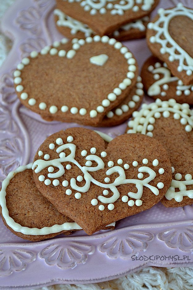 ciasteczka cynamonowe, kruche ciasteczka z cynamonem, ciasteczka z lukrem, lukier królewski royal icing, białko w proszku, świąteczne ciasteczka