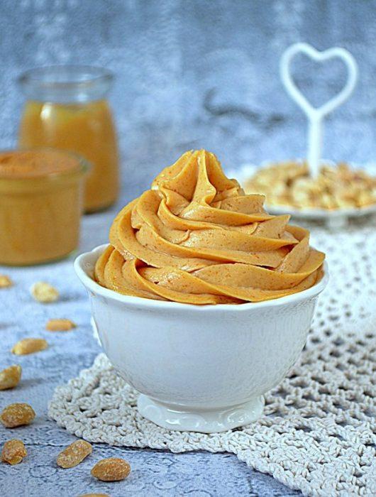 krem z masłem orzechowym i kajmakiem, krem z masłem orzechowym i mascarpone, masło orzechowe, krem z kajmakiem, kajmak,