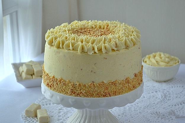 Tort dwa michały, tort michałkowy, tort z michałkami, krem michałkowy jasny, krem michałkowy klasyczny, biszkopt genueński, orzeszki ziemne, konfitura