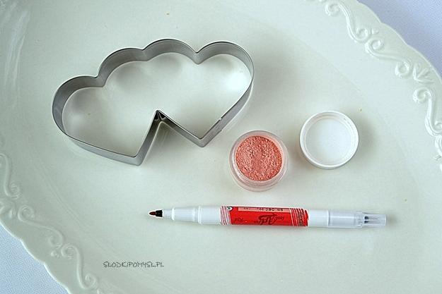 foremka dwa serca, foremka dwa serduszka, wykrawaczka serca, barwnik w proszku Pink Candy, pisak jadalny,