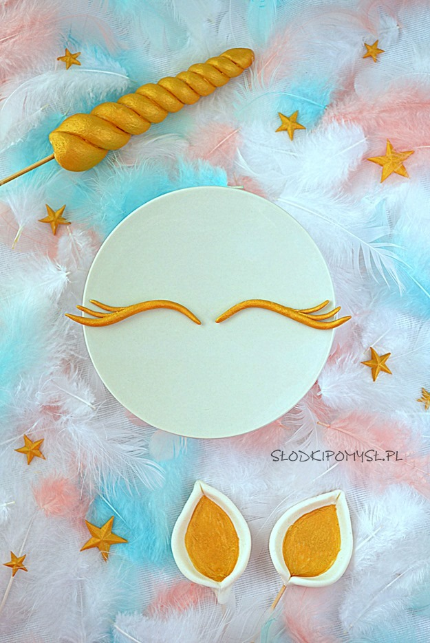 ozdoby na tort jednorożec, jak zrobić ozdoby na tort jednorożec, róg jednorożca, oczy jednorożca