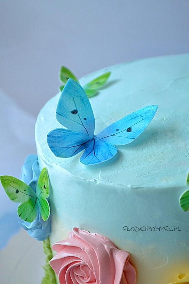 tort urodzinowy, tort z kremem z białej czekolady, tort dla dziecka, tort z musem jeżynowym, tort z motylkami,