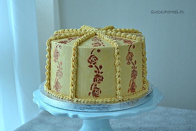 tort orzechowy, tort z orzechami, tort na dzień mamy, orzechowy tort, biszkopt orzechowy