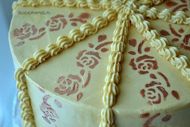 tort orzechowy, tort z orzechami, krem maślany z kajmakiem, orzechowy tort,