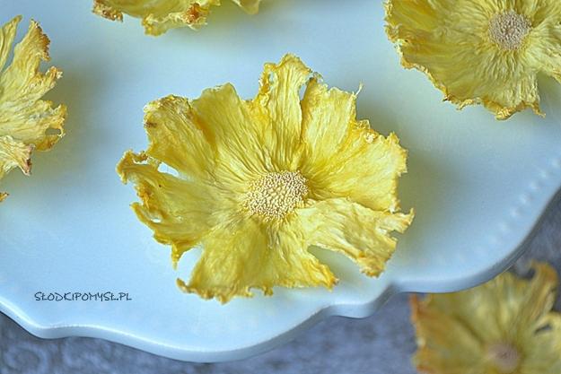 kwiaty z ananasa, kwiaty z suszonego ananasa, suszony ananas, jak zrobić kwiaty z ananasa, plastry ananasa,