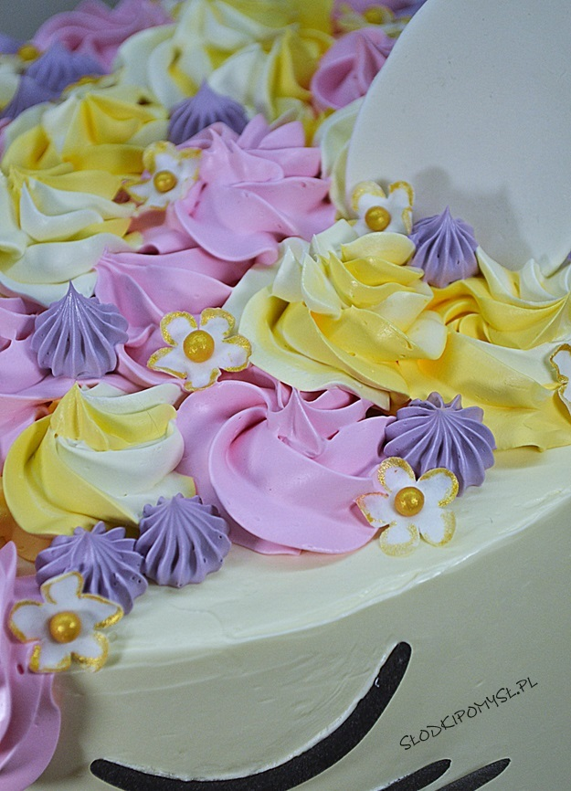 tort z kremem kinder bueno, tort kot, tort z musem malinowym, tort dla dziecka, krem maślany z mlekiem skondensowanym,