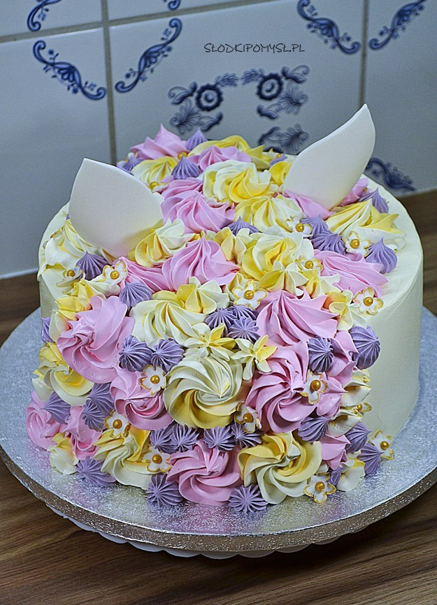tort kot, tort z musem malinowym, tort dla dziecka, krem maślany z mlekiem skondensowanym,
